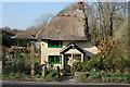 TQ8319 : Thatched house, Broadland Row B2089 : Week 14
