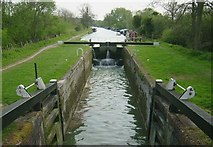 SU2764 : Canal Lock, Kennet Canal at Great Bedwyn by Kurt C
