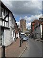 SU9721 : Looking up East Street towards the parish church : Week 20