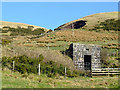 NS2372 : Small building on Greenock Cut by Thomas Nugent
