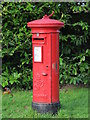 TQ4364 : George VI postbox, Broadwater Gardens, BR6 by Mike Quinn