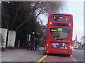 TQ1867 : 406 bus at stop on Ewell Road, Surbiton by David Howard