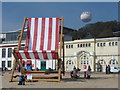 SZ0990 : Bournemouth: a giant deckchair by Chris Downer