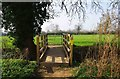 SU2099 : Footbridge and gate on Seven Stiles Stroll, near Lechlade on Thames by P L Chadwick