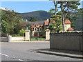 J1718 : Gated dwellings on the Warrenpoint Road by Eric Jones