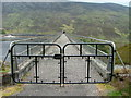 NH2231 : Walkway on Mullardoch dam by Dave Fergusson