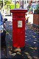 SO8456 : Queen Victoria postbox, Shrubbery Avenue, Worcester by P L Chadwick