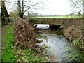 SU0097 : Road to Ewen crosses the River Thames by Jaggery