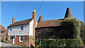 TQ6948 : Oast Cottage, Lees Road, Laddingford by Oast House Archive