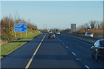 S6560 : M9 Northbound towards junction 6 by Ian S