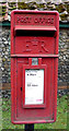 TL7066 : Close up, Elizabeth II postbox on Bury Road, Kentford by JThomas