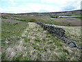 SD9533 : Partly ruined wall, Walshaw Dean, Wadsworth by Humphrey Bolton