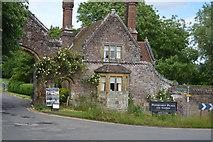 TQ5243 : Gatehouse, Penshurst Place by N Chadwick