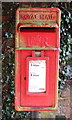 SJ5851 : Close up, Elizabeth II postbox, Larden Green by JThomas