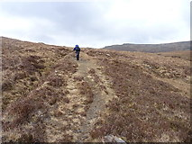 NG9573 : On the path to the Bealach Mhèinnidh by Richard Law