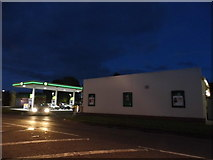 SU7877 : Petrol station on New Bath Road by David Howard