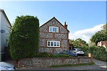 SU8594 : Flint built cottage, Littleworth Rd by N Chadwick