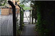 SU8693 : Bend in footpath by N Chadwick