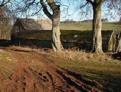 SP0918 : Downs Barn by Philip Halling