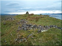 NM7602 : Cairn and ruined fort on Druim an Achanarnaich by Patrick Mackie