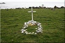 NR5916 : Sailors Grave, Innean Glen. by Steve Partridge