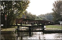 SU7071 : Fobney Lock - No.105 - K&amp;A Canal, near Reading 2002 by Maurice Pullin
