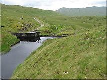 NN1521 : Dam on Allt an Stacain and water duct by Chris Wimbush