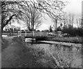 SU7251 : North Warnborough Lift Bridge, Basingstoke Canal by Dr Neil Clifton