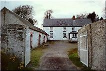 S5815 : Farmhouse at Dunkitt, Co. Kilkenny by Kieran Campbell