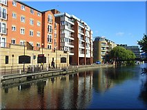 SU7173 : The River Kennet and apartments, Reading by Andrew Smith
