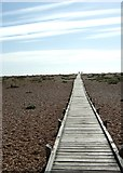 TR0916 : Boardwalk to the sea, Dungeness by Simon Huguet