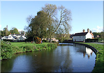 SO8483 : Staffordshire and Worcestershire Canal approaching Kinver Lock by Roger  Kidd