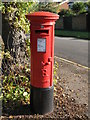 TQ1064 : Edward VIII postbox, Mayfield Road by Mike Quinn