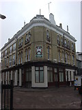 TQ3283 : The Carpenters Arms by Oxyman