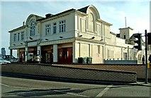 SZ9398 : Entrance building Bognor Regis Pier The Esplanade by P L Chadwick