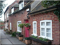 TR1859 : Cottages in School Lane, Fordwich by pam fray