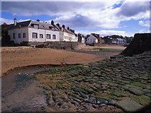NO5603 : Sea wall and sea front cottages, Anstruther by Tom Richardson
