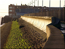 TA0827 : River Humber Defences by Andy Beecroft