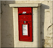 SE9907 : E II R Postbox - Brocklesby Ox, Brigg by David Wright