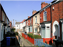 TA0728 : Roland Avenue, Hull by Paul Glazzard