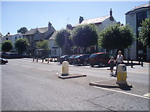 ST0207 : Cullompton : High Street & War Memorial by Lewis Clarke