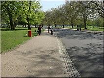 TQ3187 : Carriageway, Finsbury Park by Oxyman