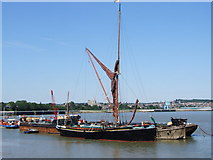TQ7568 : River Medway, Chatham by Chris Whippet