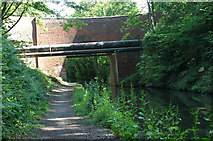 SP0979 : High Bridge & pipeline by Row17