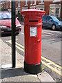 NZ2566 : Victorian postbox, Sunbury Avenue by Mike Quinn