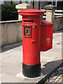 """NZ2565 : """"Anonymous"""" (Victorian) postbox, Eslington Terrace by Mike Quinn"""