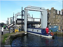 NT2472 : Leamington Lift Bridge, Union Canal by kim traynor