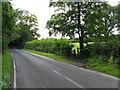TQ3628 : Start of footpath linking Station Approach and Hammingden Lane by Dave Spicer
