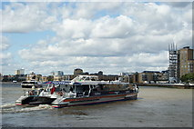 TQ3680 : Thames Clipper Leaves Canary Wharf by Peter Trimming