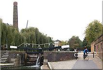 TQ3283 : City Road lock, Regents Canal, Islington by Andy F